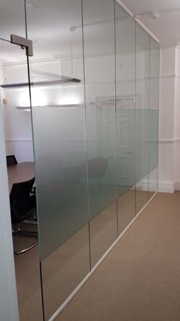 Glass partition installation in Buckingham Palace Road, London SW1. Octopus 100 system.